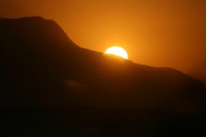 Isabe de Torres con la luz a sus espalda (Su frente está hacia la Bahía de Sosua!)