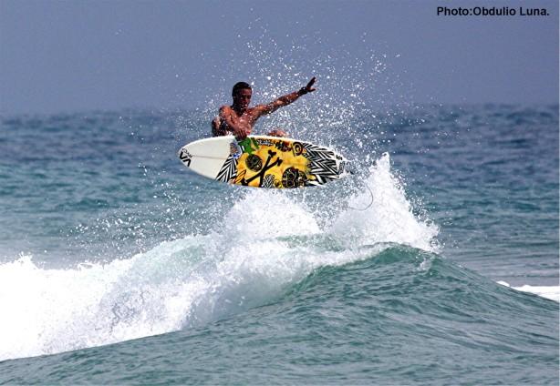 Victor, un surfer local de exelentes condiciones!