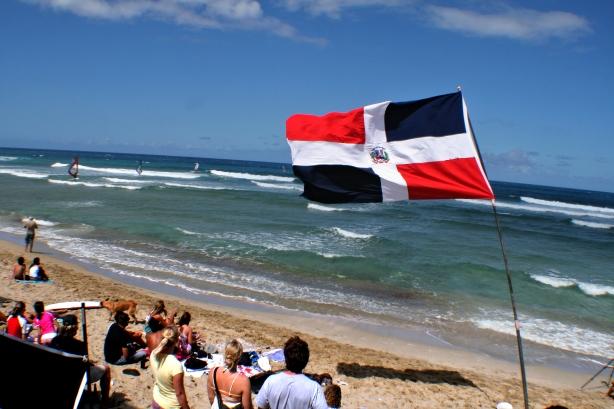 El viento visita en la tarde la playa de encuentro