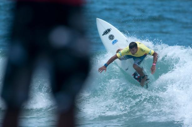 Robert Reid en La división de Grand Kahuna EN EL DÍA 3 DEL ISA WORLD MASTERS SURFING CHAMPIONSHIP EN ECUADOR